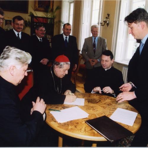 Przekazanie aktem notarialnym na własność UKSW terenów na Bielanach przez kard. Józefa Glempa, Wielkiego Kanclerza UKSW